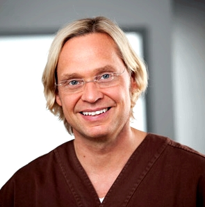 Dr. Jochen H. Schmidt, leitender Zahnarzt des Kölner Carree Dental