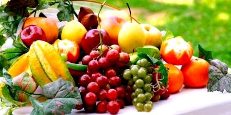 Obst und Gemüse sind basisch und helfen somit gegen Übersäuerung