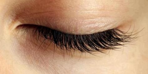 Bei trockenen Augen möglichst oft blinzeln