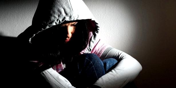 In einer depressiven Phase ziehen sich Betroffene häufig zurück und isolieren sich