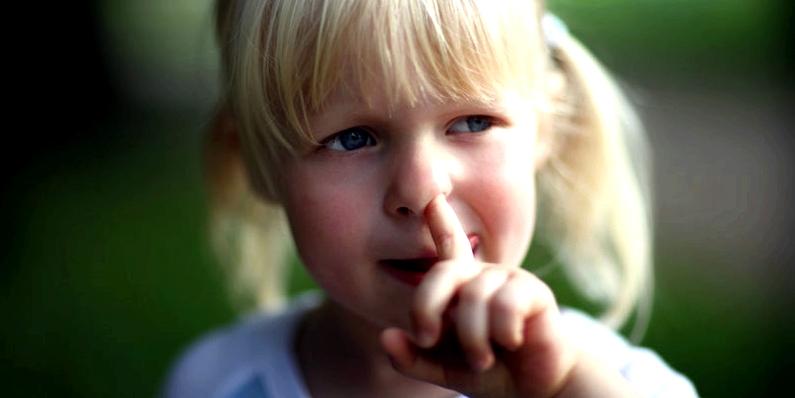 Nasenbluten bei Kindern durch in der Nase bohren
