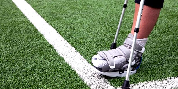 Knochenbrüche entstehen häufig durch Unfälle beim Sport