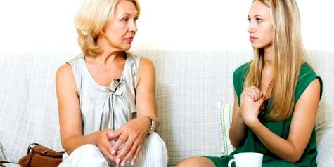 Gespräch über Chlamydien zwischen Mutter und Tochter