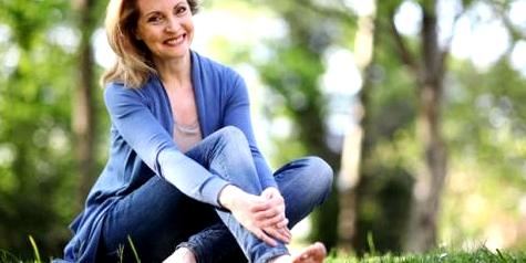 Frau mit Venenschwäche und Krampfadern