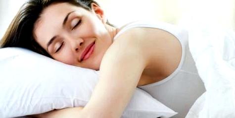 Ausreichend Schlaf beugt Heißhungerattacken vor