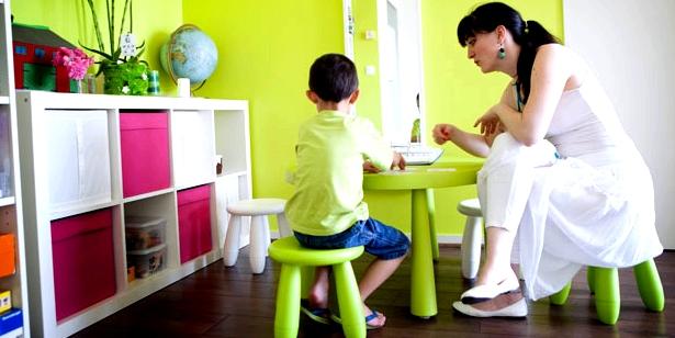 Kind mit ADHs bei der Verhaltenstherapie