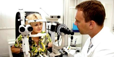 bei Gerstenkorn zum Augenarzt