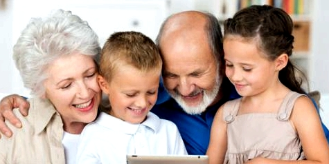 Großeltern die geistig fit bleiben, erkranken seltener an Alzheimer