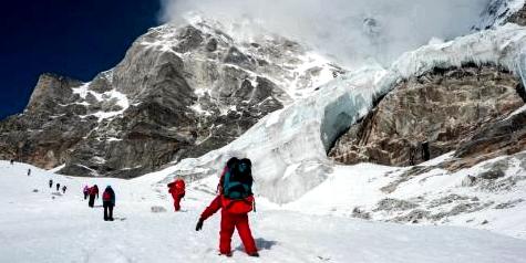 Es ist der Traum vieler Bergsteiger, einmal den Mount Everest zu bezwingen