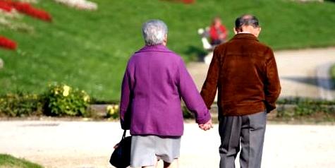 Frau mit Alzheimer und ihr Mann