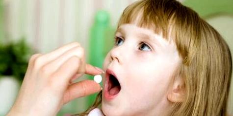 Zusätzlich zu einem Antiserum, welches das Gift der Bakterien neutralisiert, muss ein Antibiotikum eingenommen werden, um die Mikroorganismen unschädlich zu machen