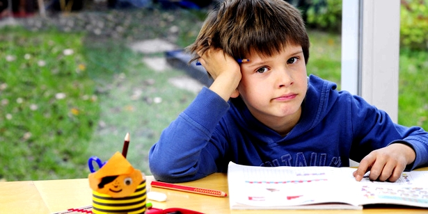 Junge Lustlosigkeit Hausaufgaben Legasthenie
