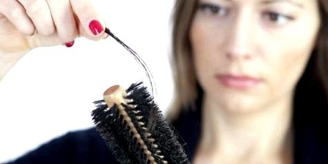 Haarausfall macht vielen Menschen sehr zu schaffen. Medikamente können die Ursache sein