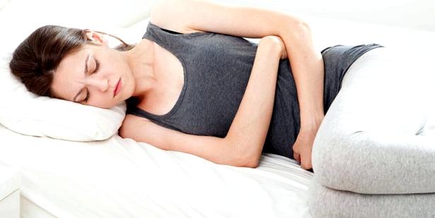 Frau mit Gastritis