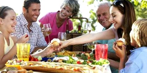 Essen Sie möglichst oft mit Familie oder Freunden