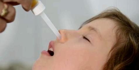 Nasentropfen bei Mittelohrentzündung