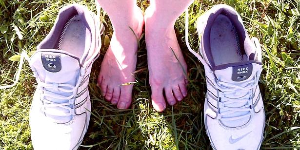 Nagelpilz lässt sich durch atmungsaktive Schuhe vermeiden