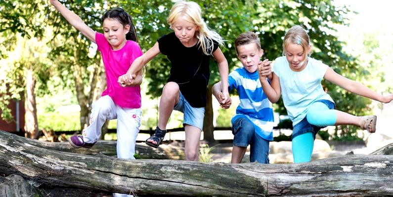 Kinder beim Toben