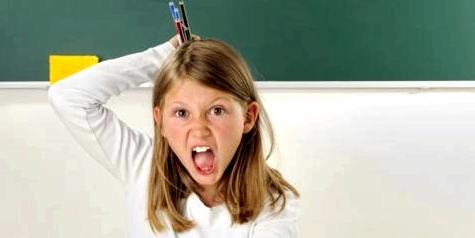 Hyperaktives Mädchen in der Schule