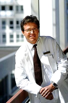 Dermatologe Prof. Dr. Ockenfels beruhigt: Einfache Hautausschläge, die nur sehr kleine Stellen befallen und ohne weitere körperliche Symptome auftreten, müssen nicht sofort ärztlich behandelt werden.