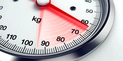 Ein starker Gewichtsverlust kann Anzeichen für Magersucht sein
