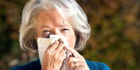Niesen kann bei Inkontinenz zur Urinflüssigkeitsverlust führen
