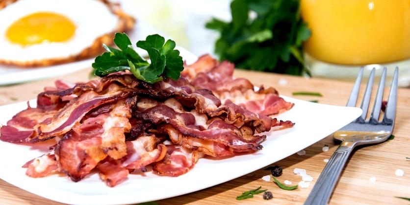 Wer an einer Pankreatitis leidet, sollte fettiges Essen vermeiden