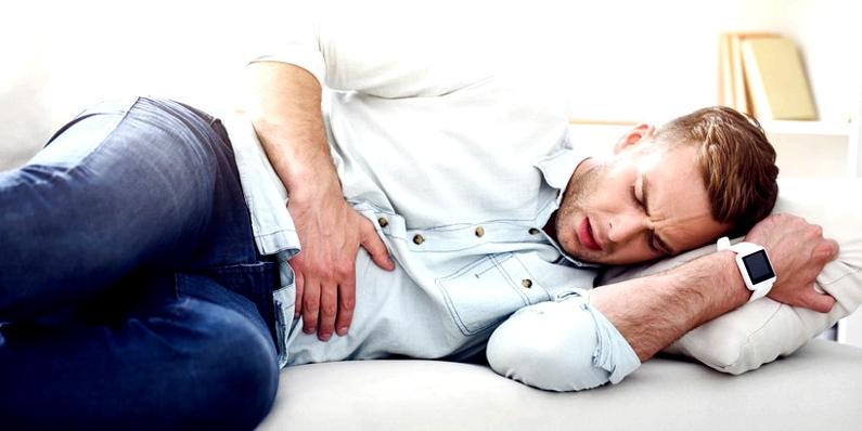 Zu den typischen Laktoseintoleranz-Symptomen gehören starke Bauchschmerzen, Durchfall und Blähungen