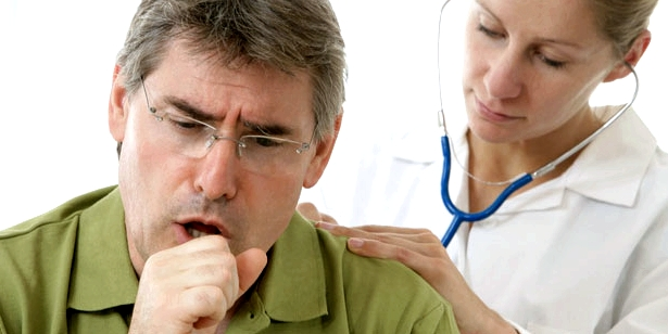 Starker Husten als Symptom bei Lungenkrebs