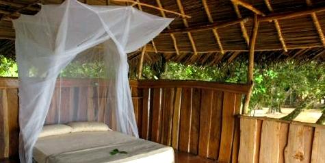 Der beste Schutz vor Stichen der Anopheles-Mücke ist das Schlafen unter einem Moskitonetz
