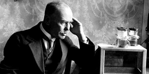 Der britische Militärarzt Ronald Ross fand 1897 den Malaria-Erreger