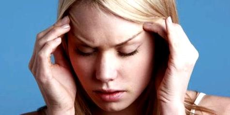 Kopfschmerzen und Schüttelfrost nach Zeckenbiss Anzeichen für Meningitis