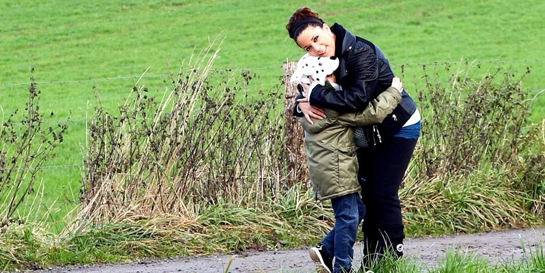 Gemma B. mit ihrem Sohn