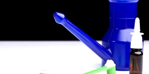 Eine Nasendusche hilft bei Hausstauballergie