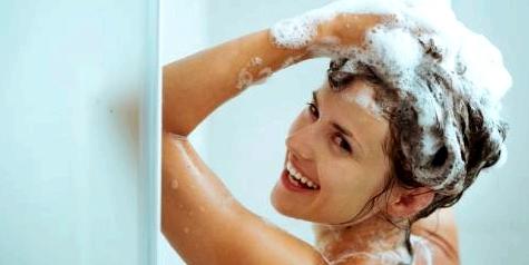 Allergiker sollten abends Haare waschen