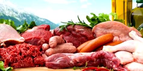Eiweißreiches Essen wie Fleisch, kann zu einer Übersäuerung im Magen führen.