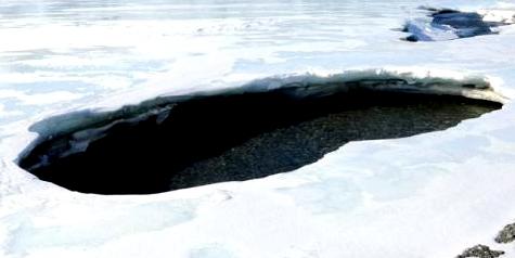 Ins Eis eingebrochen