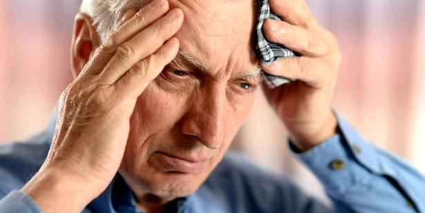 Starke Kopfschmerzen typische Symptome einer Meningitis