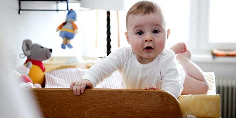 Baby Sturz vom Wickeltisch vorbeugen