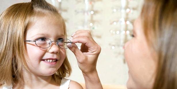Besser Brille als Kontaktlinsen bei Kurzsichtigkeit