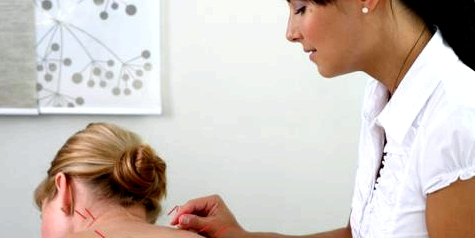 Akupunktur hilft nach Schleudertrauma