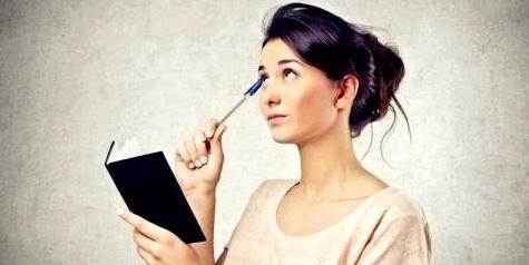 Frau versucht sich zu konzentrieren