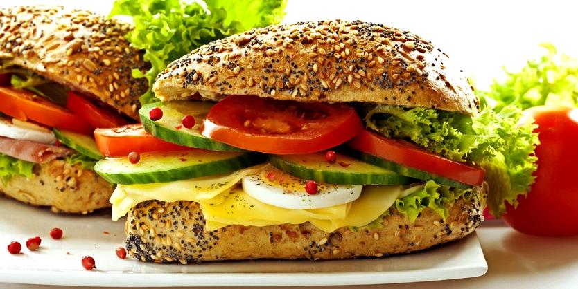 Ballaststoffreiche Kost hilft, Divertikeln vorzubeugen
